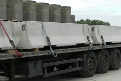 forgalomterelő-betonelem-szállítás_4