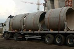 vasbeton-csövek-szállítása_2